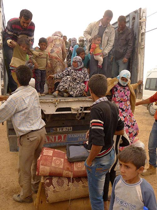Syrian+Kurdish+refugees%2C+carrying+whatever+they+can%2C+were+still+arriving+in+Turkey+by+the+hundreds+October+2%2C+2014+from+Kobane%2C+now+under+siege+by+Islamic+extremists.+Trucked+in+from+the+border%2C++they%26apos%3Bre+about+to+board+minibuses+to+take+them+to+temporary+refuge.+%28Roy+Gutman%2FMcClatchy%2FMCT%29