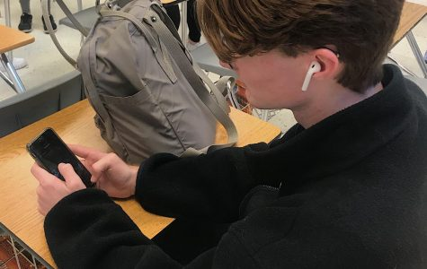 Sophomore Ben Miles listens to music through airpods