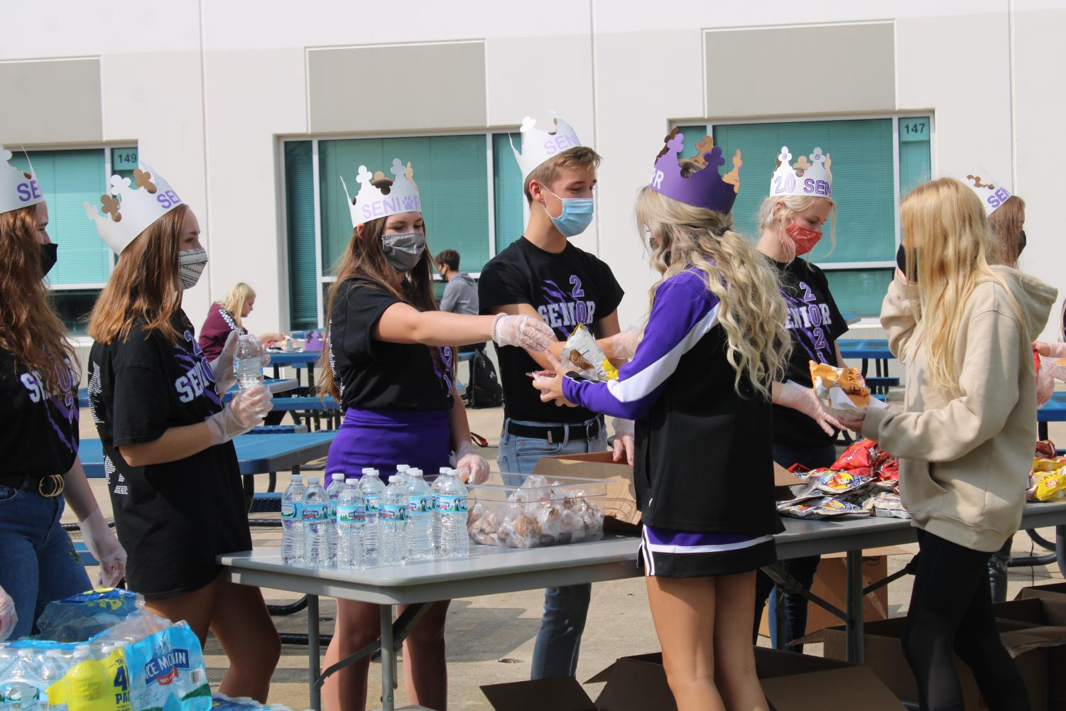 Senior Class Officers handing out the food